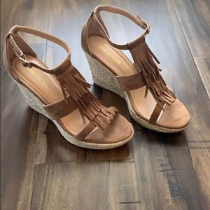 Size 8 brown fringe wedges. Worn only once!